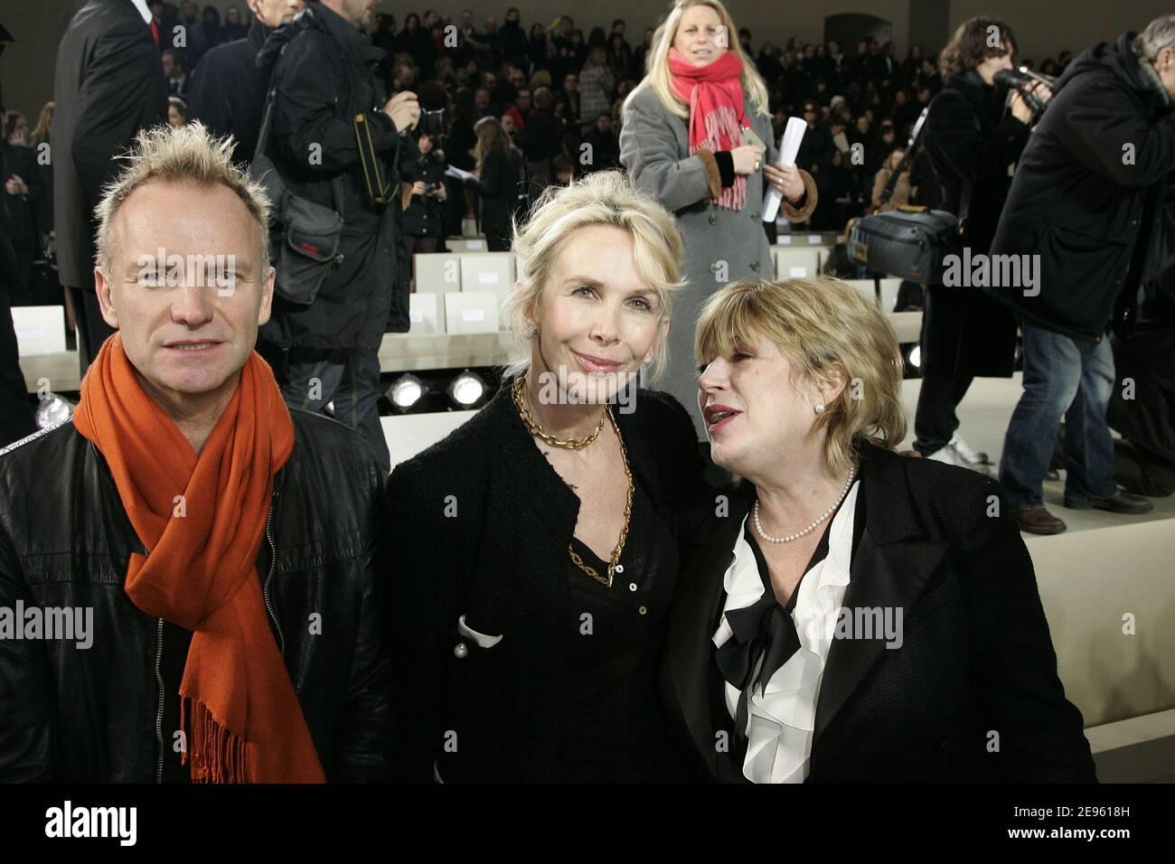 Der britische Sänger Sting, seine Frau Trudie Styler und Marianne Faithfull besuchen Chanels Herbst-Winter 2006-2007 Ready-to-Wear Modenschau vom deutschen Schöpfer Karl Lagerfeld am 2. März 2006 in Paris, Frankreich. Foto von Orban-Taamallah-Zabulon/ABACAPRESS.COM Stockfoto