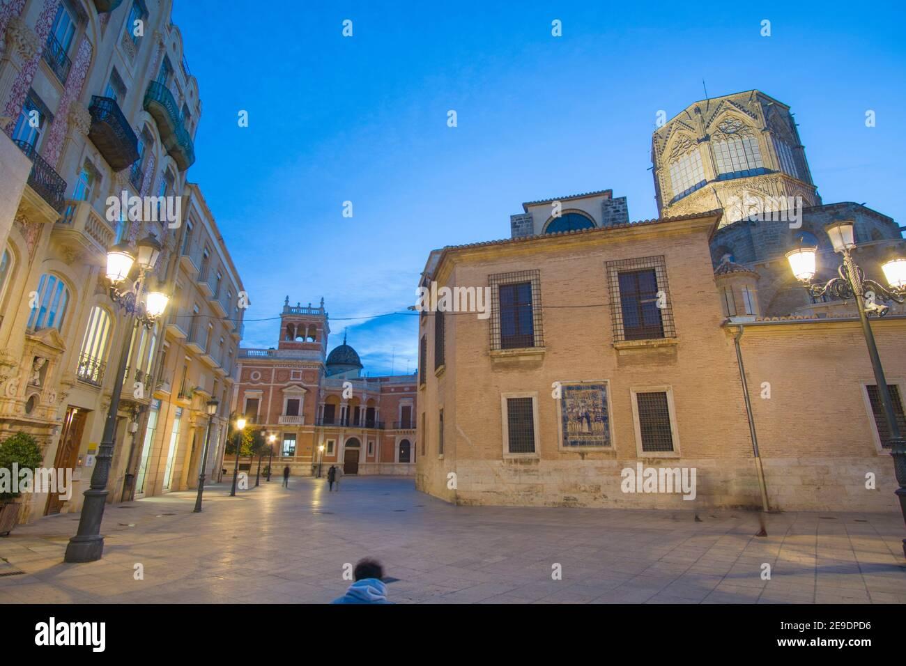 Valencia Spanien am 10. Dezember 2020: Nacht in Weihnachten die Kathedrale. Stockfoto