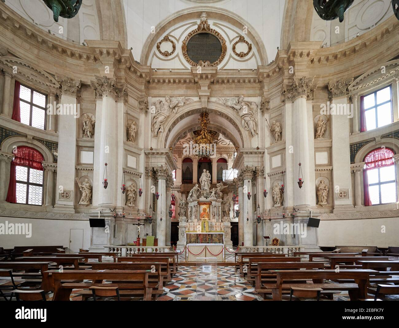 Innenaufnahme der Basilika Santa Maria della Salute, Venedig, Venetien, Italien Stockfoto