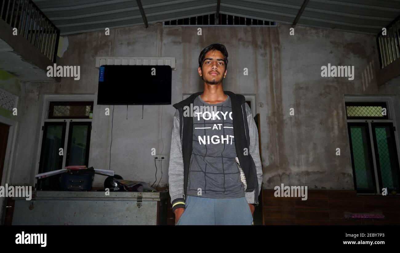 08. Februar 2021- Khatoo, Jaipur, Indien. Indischer Junge