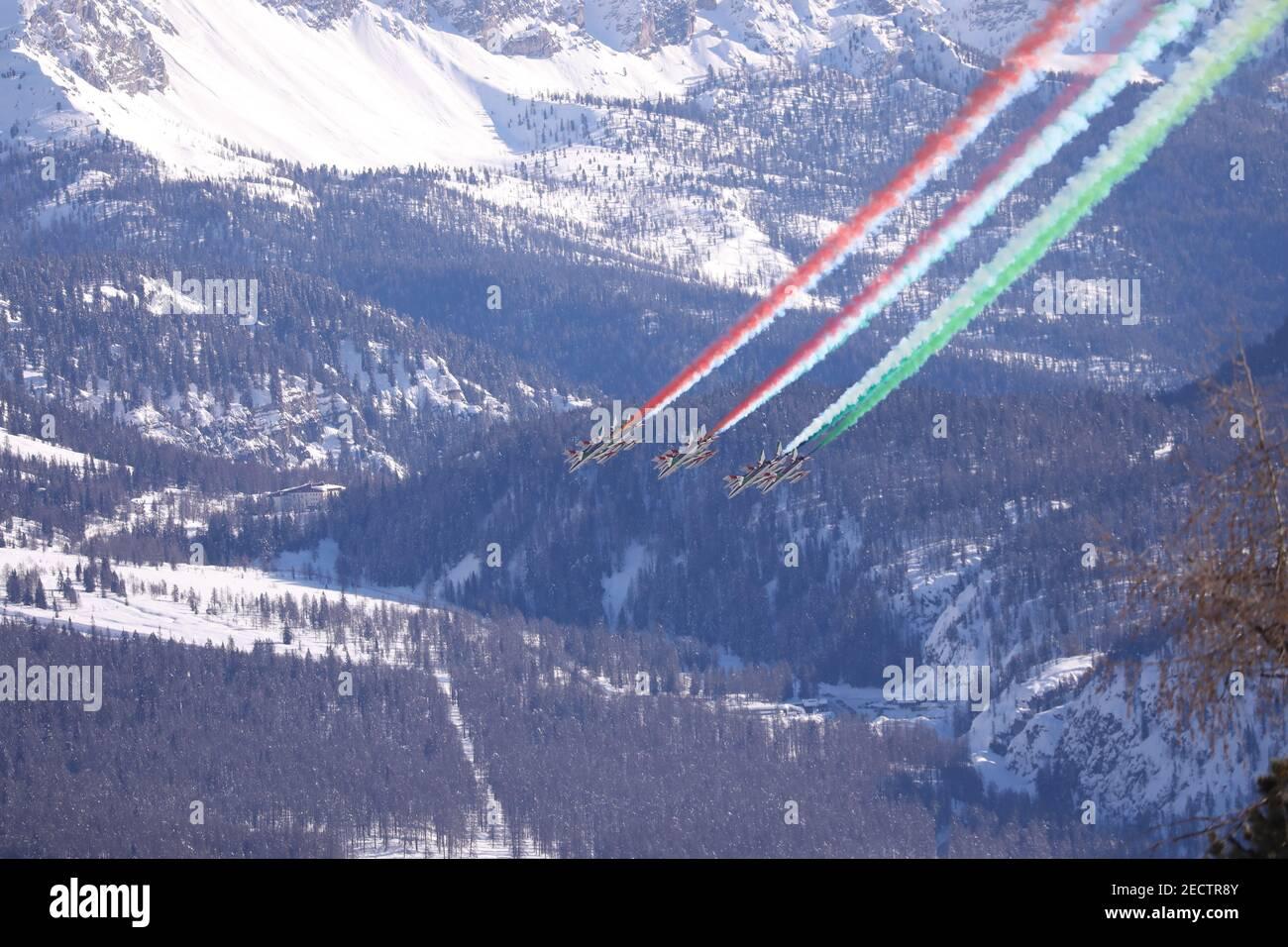 2/14/2021 - Frecce Tricolori akrobatische Luftpatrouille während 2021 FIS  Alpine Skiweltmeisterschaften - Abfahrt - Männer, alpines Skirennen in  Cortina (BL), Italien, Februar 14 2021 (Foto: IPA/Sipa USA) Credit: SIPA  USA/Alamy Live News ...