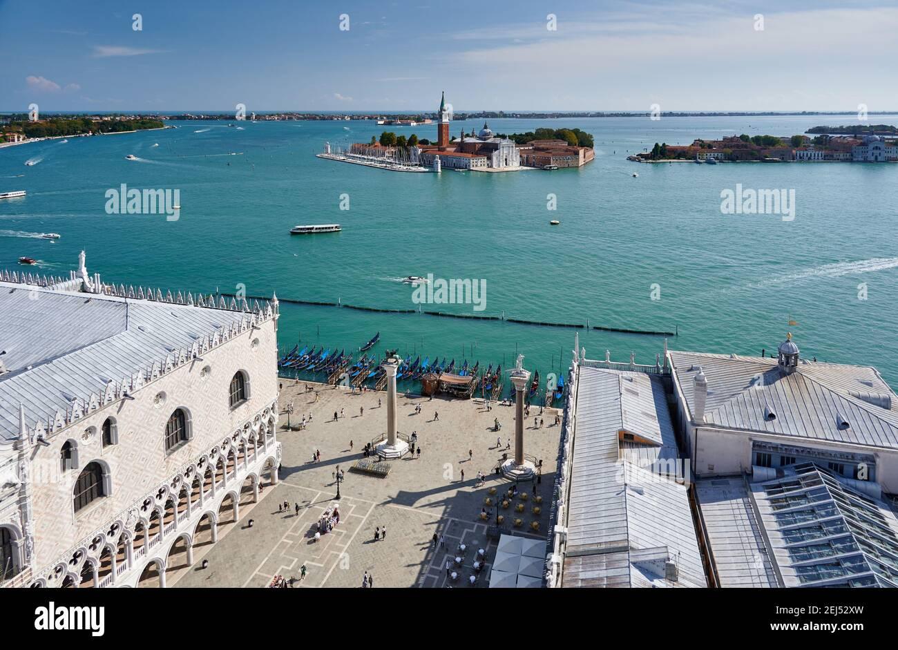 Luftaufnahmen vom Markusturm auf San Giorgio Maggiore und die Lagune von Venedig, Venetien, Italien Stockfoto