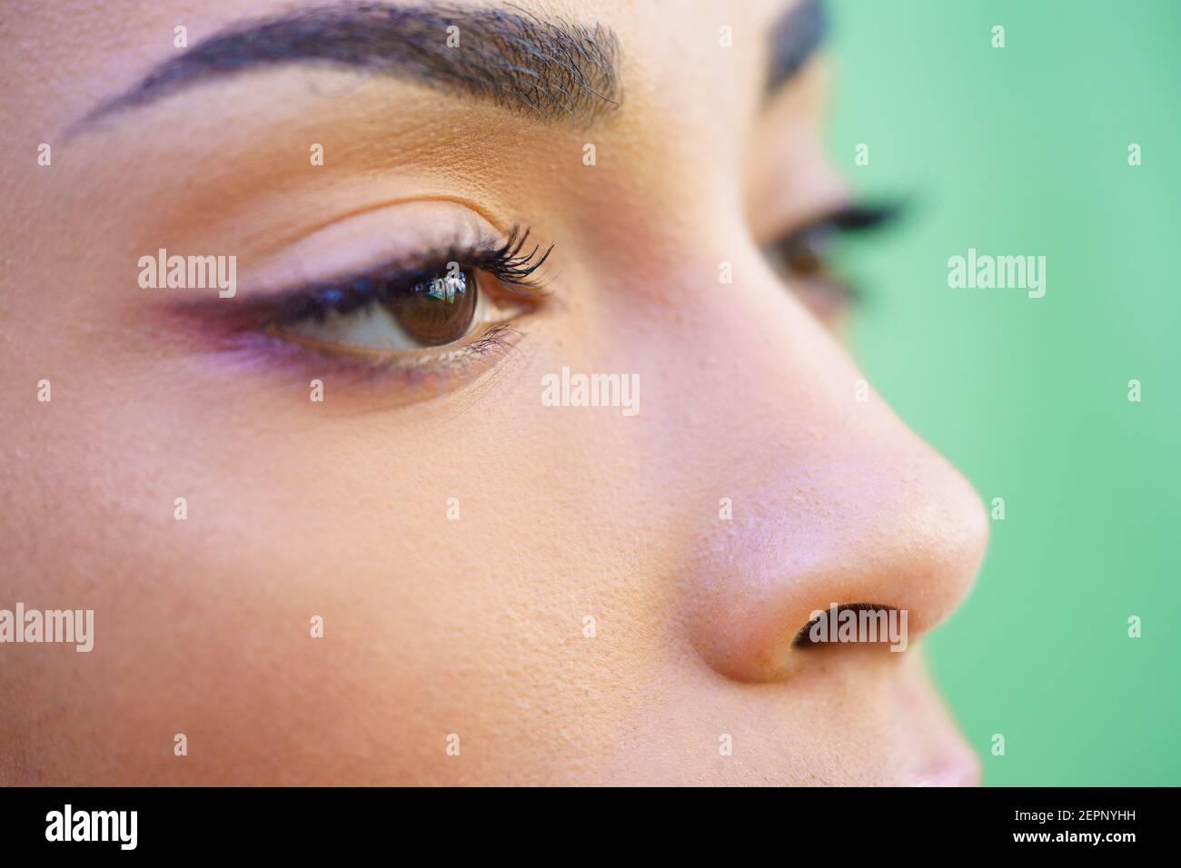 Nahaufnahme Porträt von schönen jungen gemischten Mädchen Stockfoto