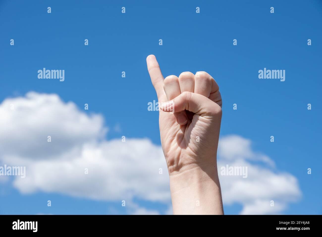 Finger und zeigefinger ausgestreckt kleiner Handzeichen Bedeutung