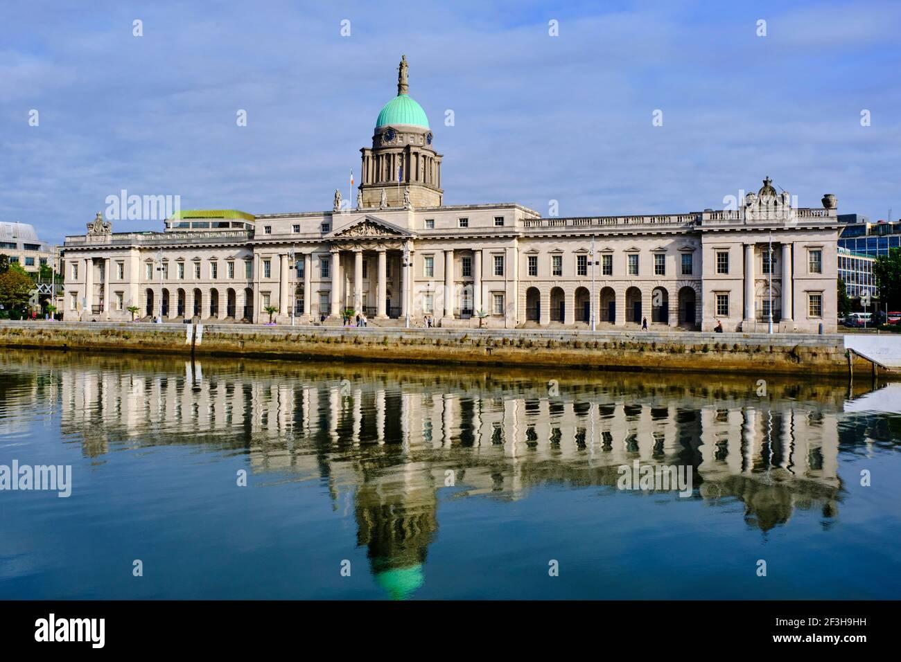 Republik Irland; Dublin, The Custom House, EIN neoklassizistisches Gebäude aus dem 18th. Jahrhundert, das von James Gandon entworfen wurde Stockfoto