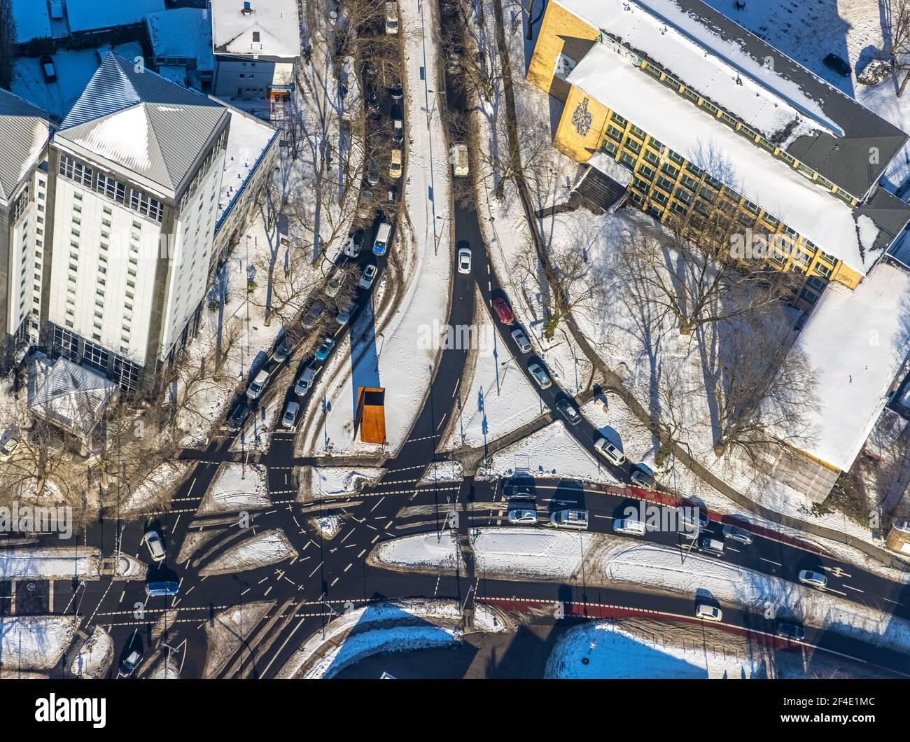 Luftaufnahme, Überquerung im Schnee am Hauptbahnhof, Wittener Straße, Ostring, Gleisdreieck, Bochum, Ruhrgebiet, Nordrhein-Westfalen, Deutschland, e Stockfoto