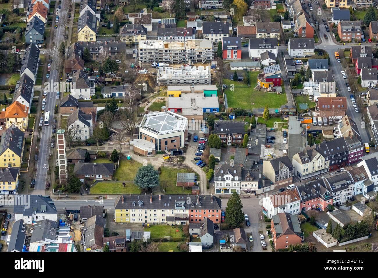 Luftbild, Kirche St. Johannes, katholischer Kindergarten St. Johannes, Baustelle Neubau Klosterstraße, Bottrop, Ruhrgebiet, Nordrhein-We Stockfoto
