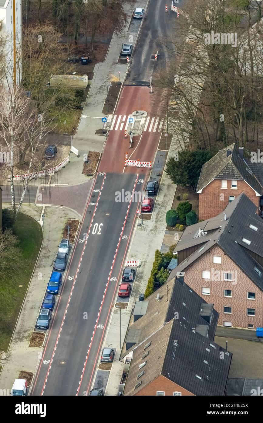 Luftaufnahme, Wohngebiet Einkaufsstraße Baustelle Schneiderstraße, neue Fußgängerüberführung, Bottrop-Kirchhellen, Ruhrgebiet, Nordrhein- Stockfoto