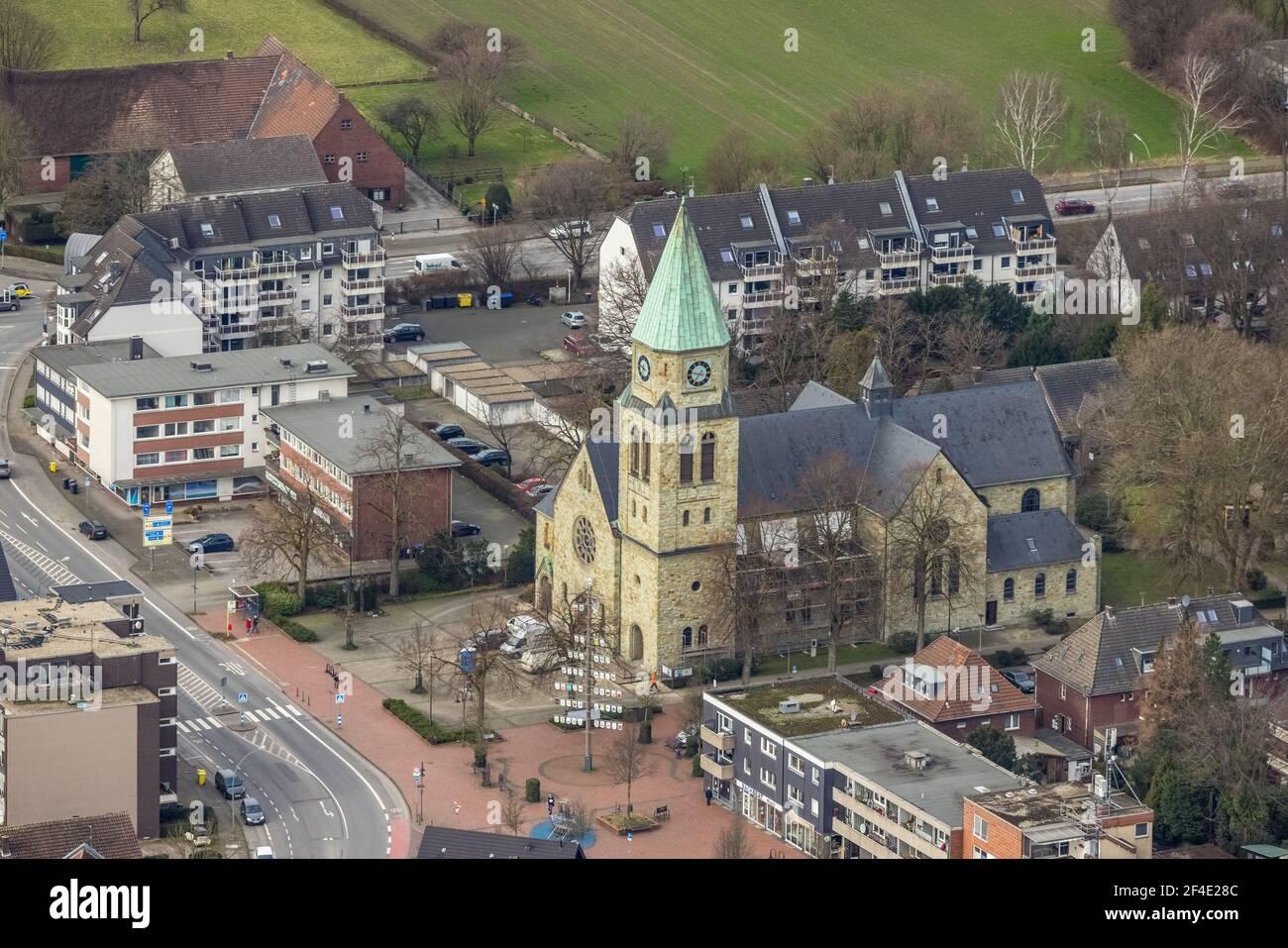 Luftaufnahme, St. Johannes Kirche Kirchhellen, Hans-Büning-Platz, Bottrop-Kirchhellen, Ruhrgebiet, Nordrhein-Westfalen, Deutschland, Bottrop, DE, Europa, Stockfoto