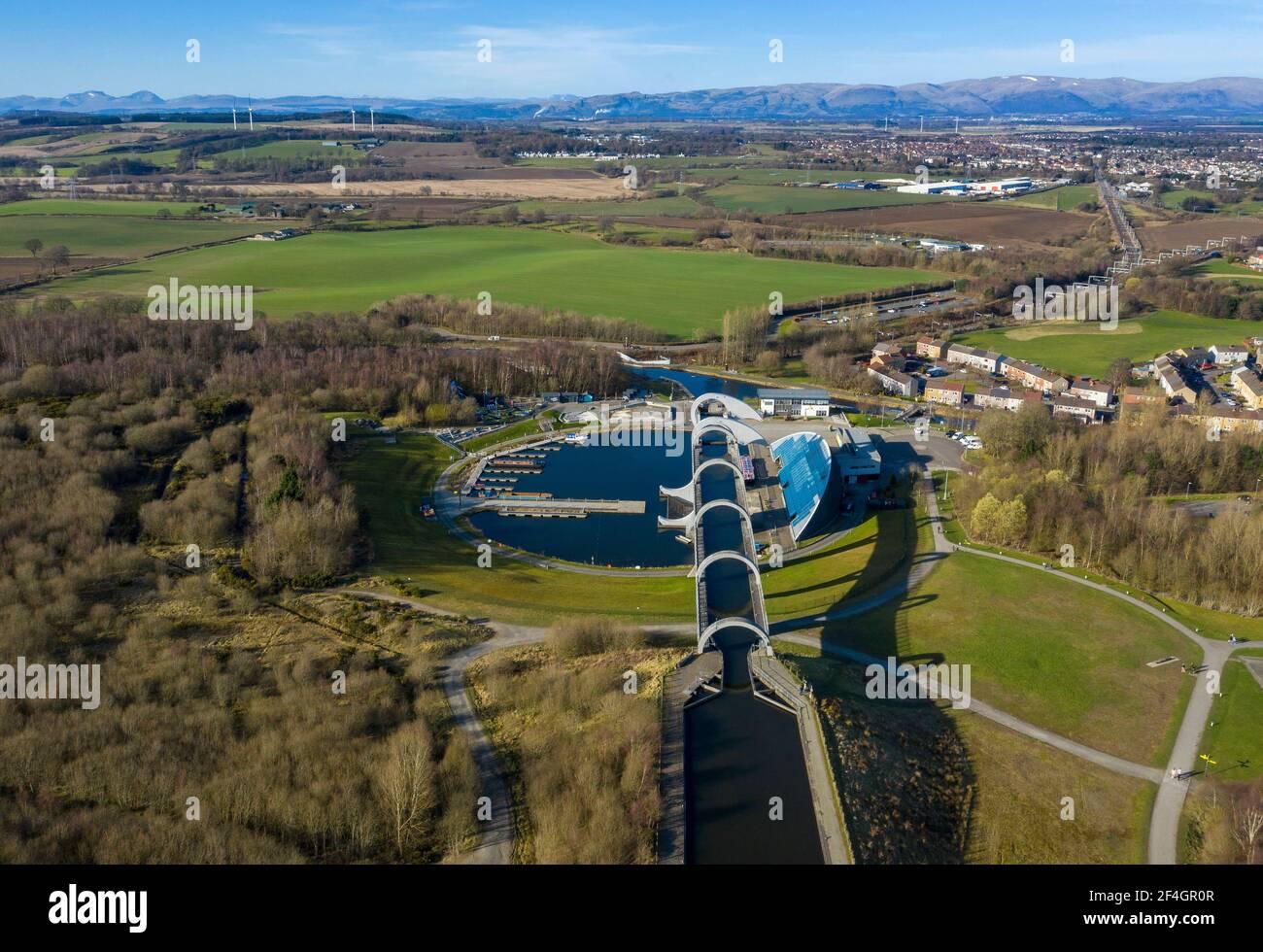 Luftaufnahme des Falkirk Wheel ein rotierender Bootslift in Zentral-Schottland, der den Forth und Clyde Canal mit dem Union Canal verbindet. Stockfoto