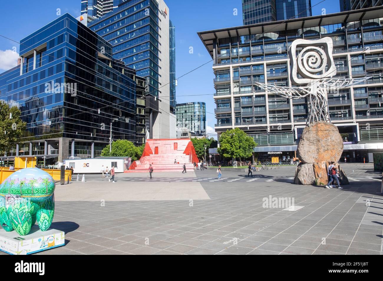 Melbourne City Centre und Bürogebäude an der Southbank, Victoria, Australien sonnig Herbsttag Stockfoto