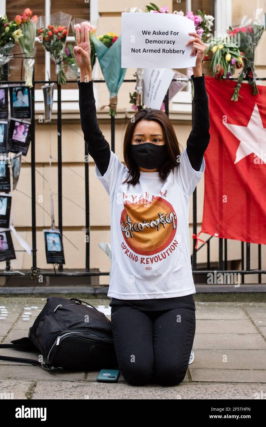 London, Vereinigtes Königreich - 27. März 2021: Marsch von der Botschaft Myanmars zum Parliament Square gegen Militärputsch und Freilassung von Aung San Suu Kyi Stockfoto