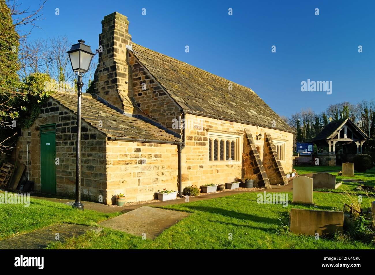 Großbritannien, West Yorkshire, Wakefield, Felkirk, St. Peter's Church, Altes Schulzimmer Stockfoto