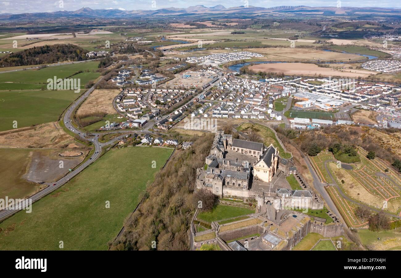 Luftaufnahme von der Drohne von Stirling Castle (während der Covid-19-Sperre geschlossen) in Stirling, Schottland, Großbritannien Stockfoto