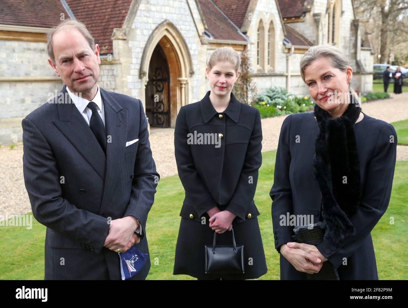 Der Graf und die Gräfin von Wessex mit ihrer Tochter Lady Louise Windsor während eines Fernsehinterviews in der Royal Chapel of All Saints, Windsor, nachdem am Freitag, dem 9. April, der Tod des Herzogs von Edinburgh im Alter von 99 Jahren angekündigt wurde. Bilddatum: Sonntag, 11. April 2021. Stockfoto