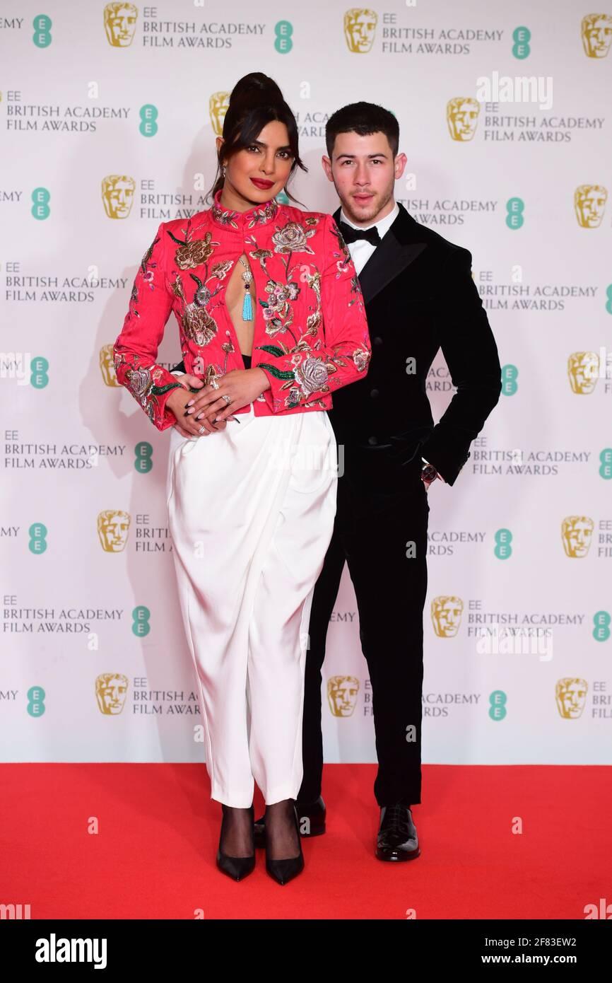 Priyanka Chopra Jonas und ihr Mann Nick Jonas kommen für die EE BAFTA Film Awards in der Royal Albert Hall in London an. Bilddatum: Sonntag, 11. April 2021. Stockfoto