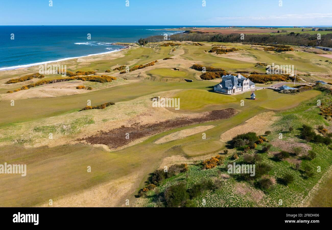 Luftaufnahme von der Drohne von Kingsbarns Golf Links, Fife, Schottland, Großbritannien Stockfoto