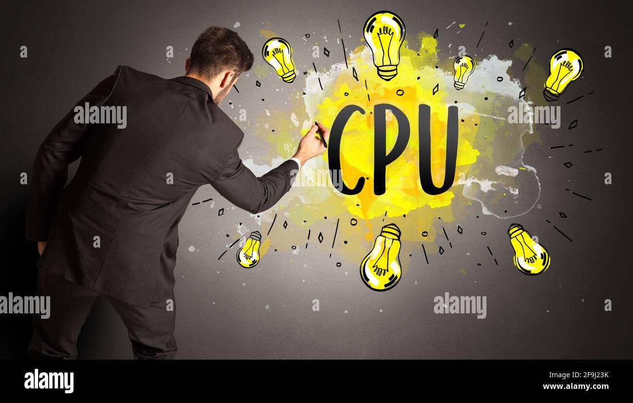 Mann Zeichnung bunte Glühbirne Stockfoto