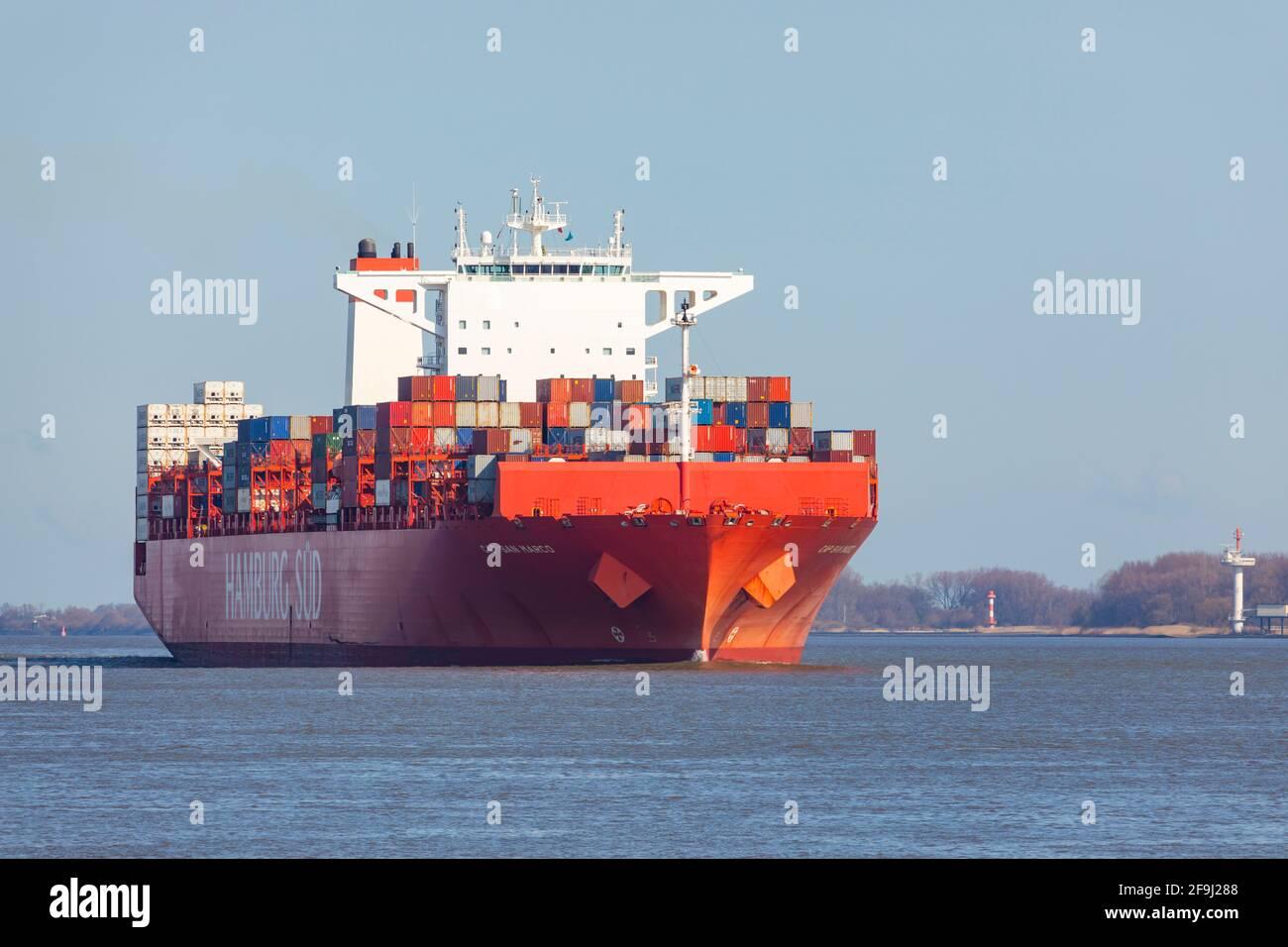 Reefer Containerschiff CAP SAN MARCO, betrieben von der Reederei HAMBURG SÜD, an der Elbe Richtung Hamburg , Stockfoto