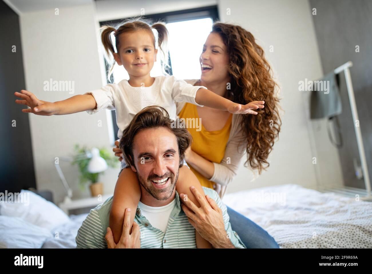 Glückliche Familie Spaß mal zu Hause Stockfoto