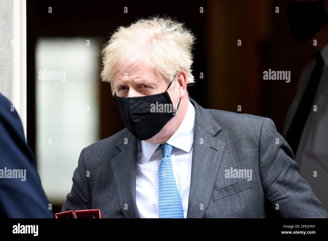 VEREINIGTES KÖNIGREICH. April 2021. Downing Street London 28. April 2021 Premierminister Boris Johnson verlässt No10 und geht nach Westminster, um seine wöchentlichen Fragen des Premierministers zu beantworten.Quelle: MARTIN DALTON/Alamy Live News Stockfoto
