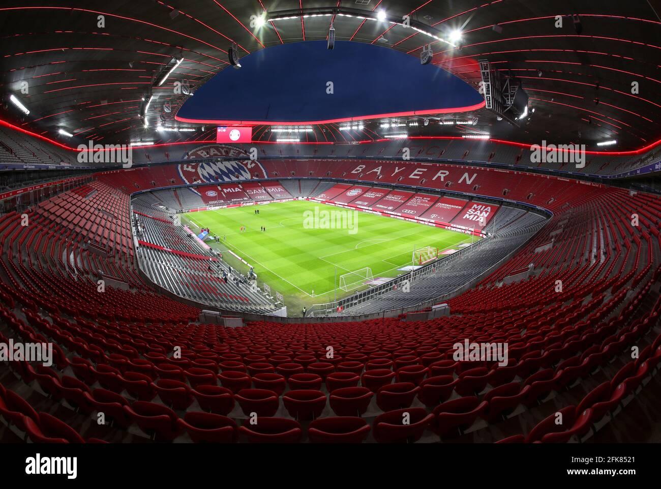 Stadion Allianz Arena in München Froettmaning für die UEFA Euro 2020 / 2021 Fußball Europameisterschaft Fußballstadion vom FC Bayern München © diebilderwelt / Alamy Stock Stockfoto