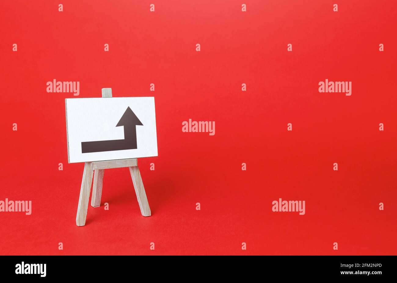 Staffelei mit einem Pfeil nach rechts. Minimalismus. Richtung, um auf der linken Seite zu gehen. Werbung. Hindernisse verdunkeln, zum Ziel bewegen. Neue Regeln. Kopieren Stockfoto