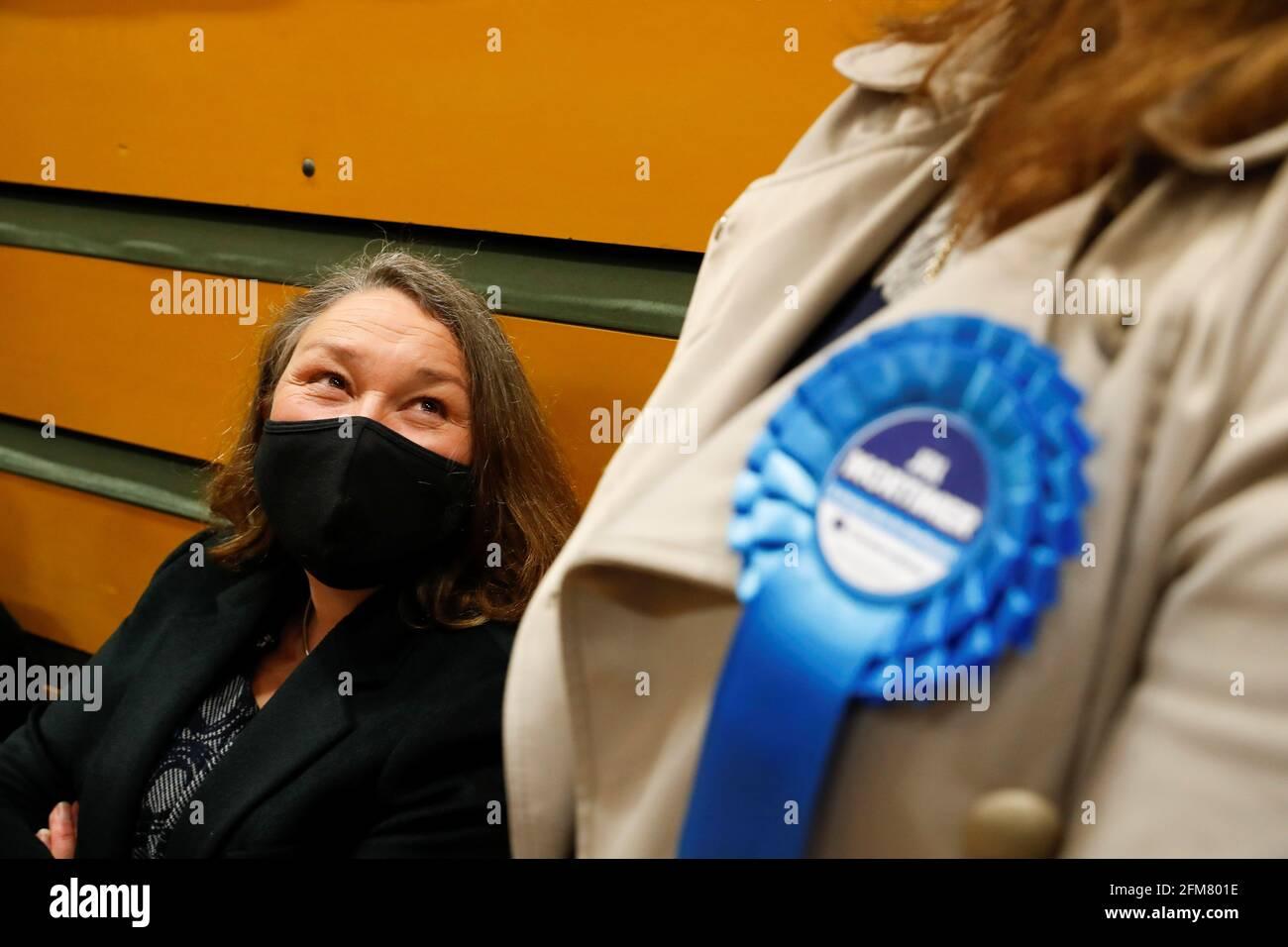 Jill Mortimer von der Konservativen Partei wartet im Mill House Leisure Center, während die Stimmzettel gezählt werden, in Hartlepool, Großbritannien, 7. Mai 2021. REUTERS/Lee Smith Stockfoto