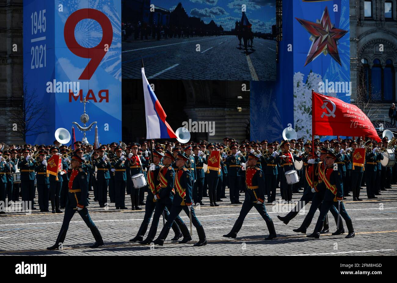 Russische Militärangehöriger marschieren während einer Generalprobe für die Parade zum Victory Day, die den Jahrestag des Sieges über Nazi-Deutschland im Zweiten Weltkrieg darstellt, auf dem Roten Platz im Zentrum von Moskau, Russland, am 7. Mai 2021. REUTERS/Maxim Shemetow Stockfoto