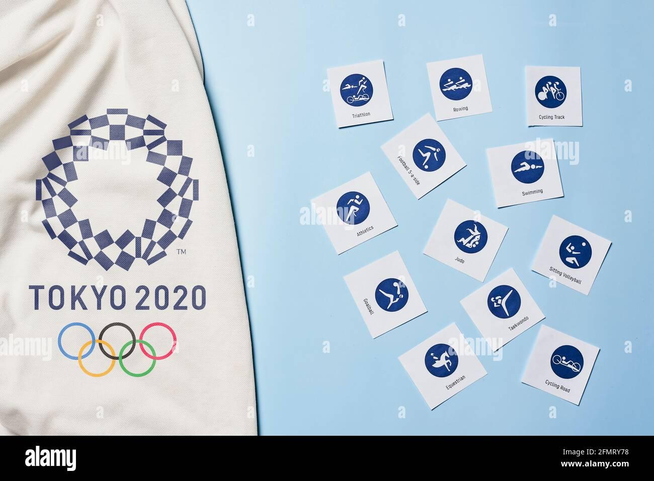 Taschkent Usbekistan 4 Marz 2021 2020 Ein Handtuch Mit Dem Logo Der Olympischen Spiele Tokio 2020 Und Piktogrammen Mit Sport Ikonen Stockfotografie Alamy