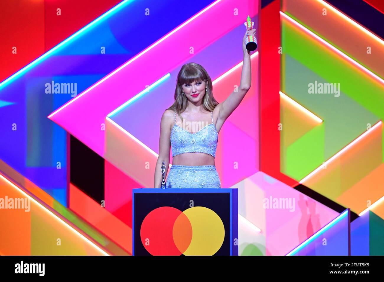 Taylor Swift nimmt den Global Icon Award während der Brit Awards 2021 in der O2 Arena in London entgegen. Bilddatum: Dienstag, 11. Mai 2021. Stockfoto