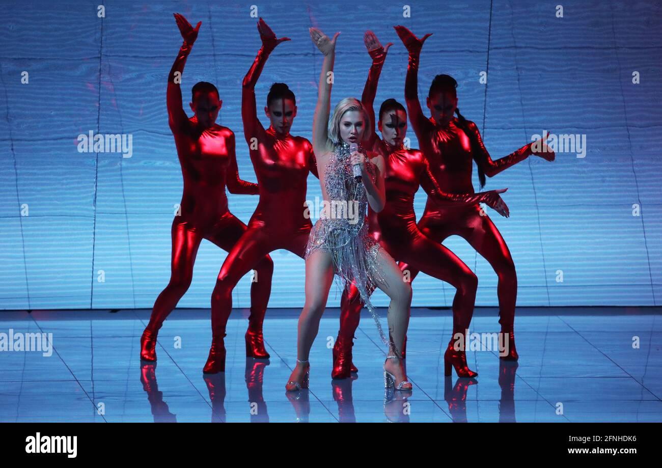 Rotterdam, Niederlande. Mai 2021. Die Sängerin Elena Tsagrinou, die Zypern vertritt, tritt während der Generalprobe für das erste Halbfinale des Eurovision Song Contest 2021 in der Rotterdam Ahoy Arena auf. Quelle: Vyacheslav Prokofyev/TASS/Alamy Live News Stockfoto