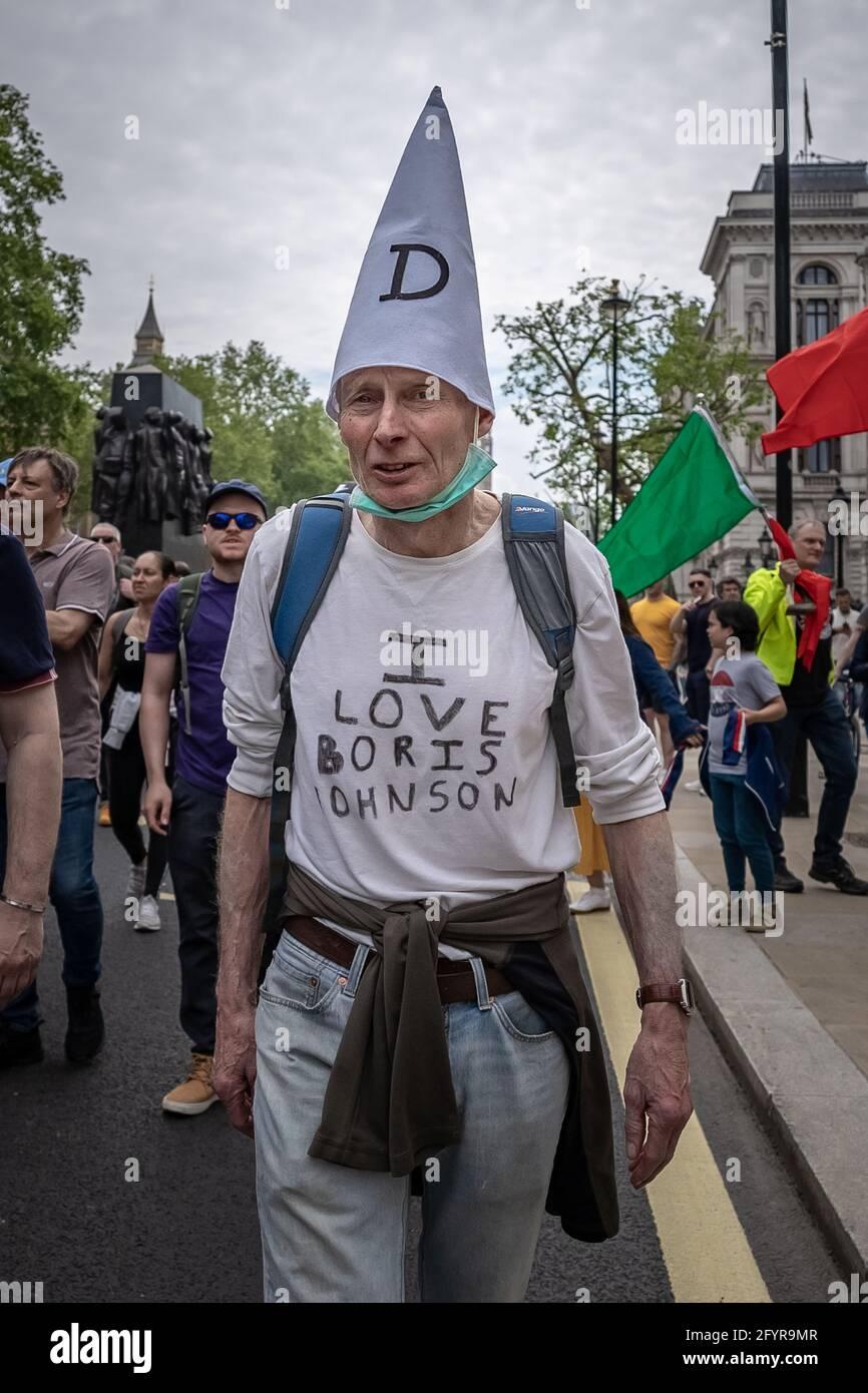 London, Großbritannien. Mai 2021. Kill the Bill Protest: Tausende von Demonstranten aus einer Reihe aktivistischer Organisationen marschieren durch Westminster, um gegen einen vorgeschlagenen Polizeientwurf zu demonstrieren, der die Einführung eines Verbrechensgesetzes sehen könnte, das strenge Einschränkungen des Protestrechts auferlegt. Kredit: Guy Corbishley/Alamy Live Nachrichten Stockfoto