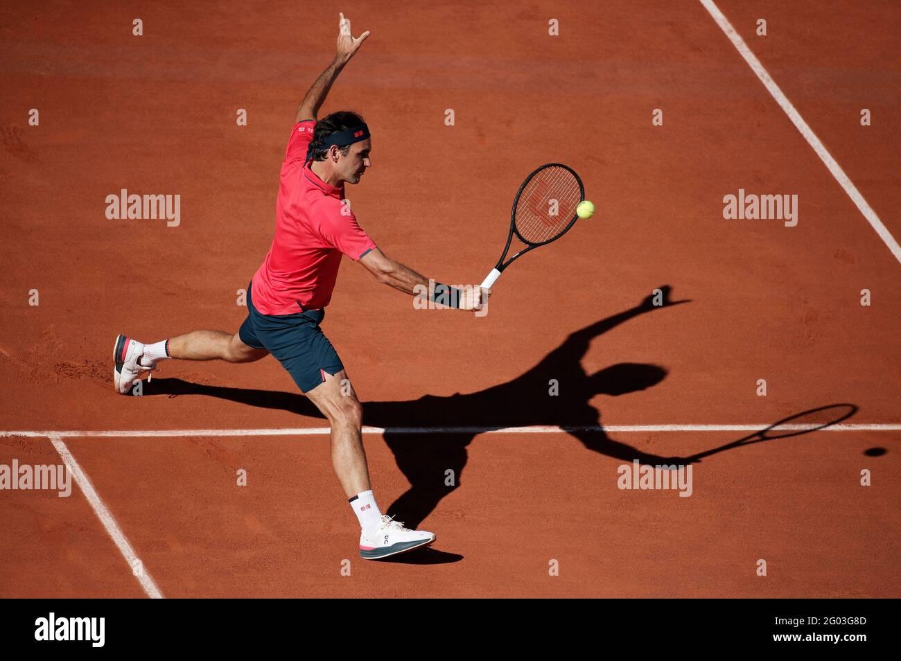 Tennis - French Open - Roland Garros, Paris, Frankreich - 31. Mai 2021 der Schweizer Roger Federer in Aktion während seines ersten Spiels gegen den usbekischen Denis Istomin REUTERS/Benoit Tessier Stockfoto