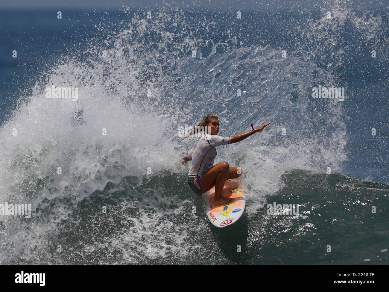 Surfen - ISA World Surfing Games 2021 - La Bocana Beach, Tamanique, El Salvador - 5. Juni 2021 Costa Ricas Leilani McGonagle in Aktion REUTERS/Jose Cabezas Stockfoto