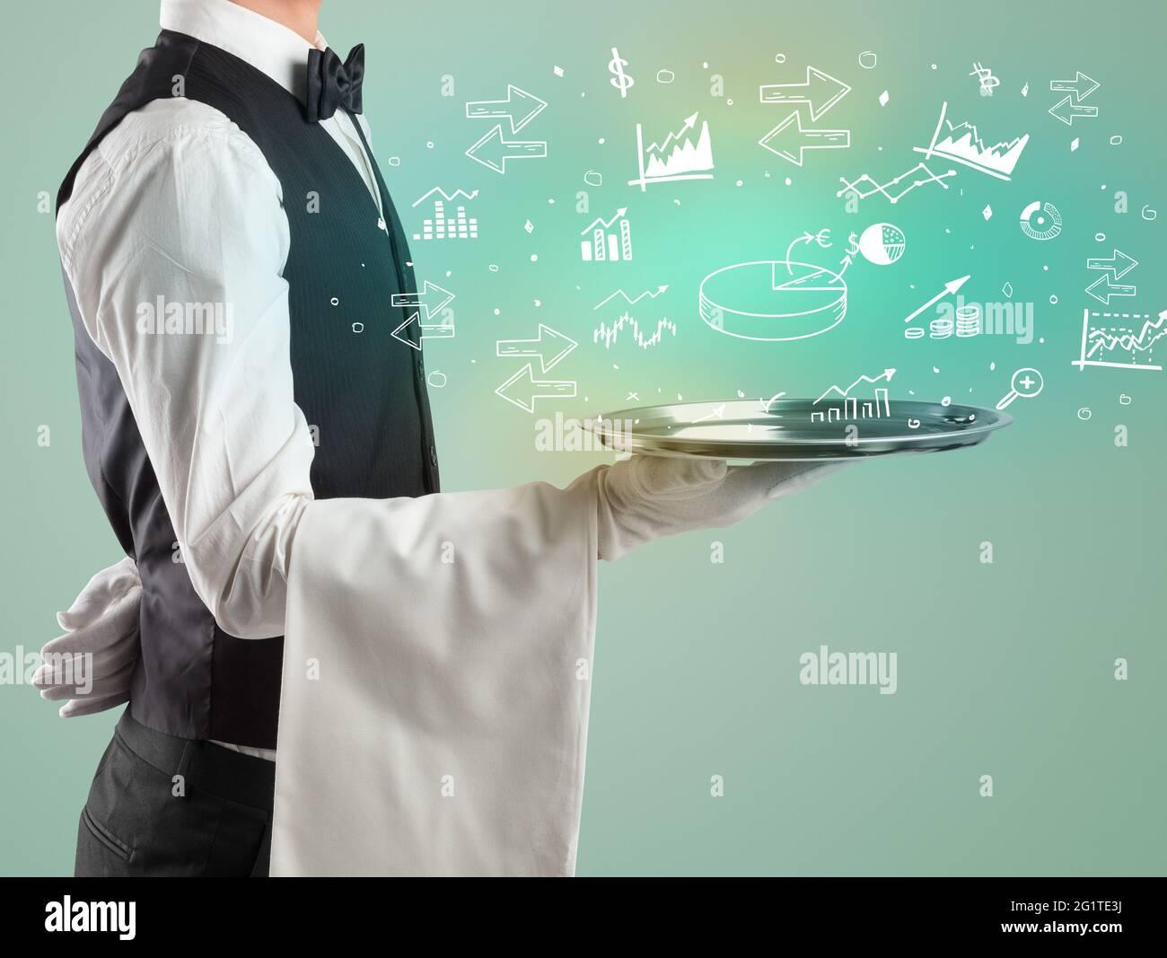 Hübscher junger Kellner im Smoking, der Geldsymbole auf dem Tablett hält Stockfoto
