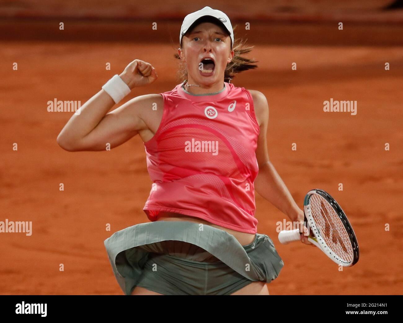 Tennis - French Open - Roland Garros, Paris, Frankreich - 7. Juni 2021 die polnische IGA Swiatek feiert ihren vierten Sieg gegen die ukrainische Marta Kostyuk REUTERS/Gonzalo Fuentes Stockfoto