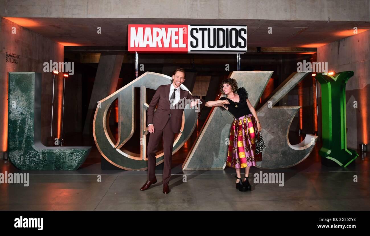 Die Schauspieler Tom Hiddleston und Sophia Di Martino besuchen eine Fotocolore für Disney's Loki in London. Bilddatum: Dienstag, 8. Juni 2021. Stockfoto