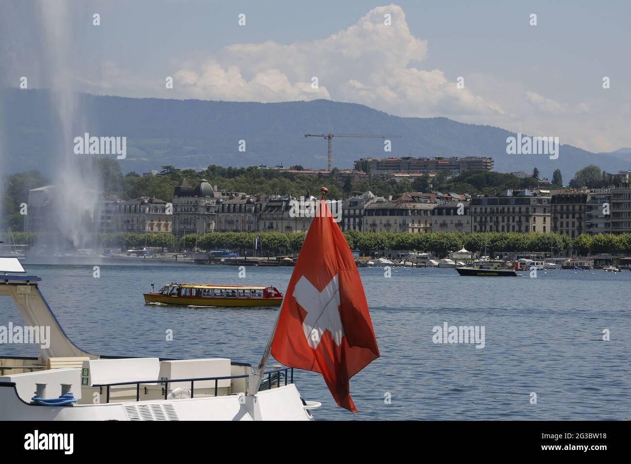 Geneva International blockierte vor dem Biden-Putin-Gipfel morgen, dem 16. Juni 2021. Die Stadt Genf blockierte vor dem morgigen Gipfel am 16. Juni 2021 mit seinem Amtskollegen, dem russischen Präsidenten Wladimir Putin, den Place des Nations, wo US-Präsident Joe Biden wohnen wird, den Flaggenwechsel auf der 'Mont Blanc'-Brücke und den berühmten Genfer Wasserbrunnen, der für die Öffentlichkeit gesperrt war. Schweiz Genf, Juni 15 2021. Foto von Francois Glories/ABACAPRESS.COM Stockfoto