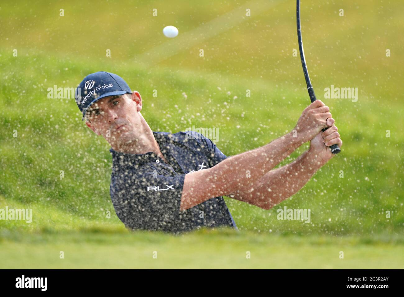 San Diego, Usa. Juni 2021. Billy Horschel aus den USA, trifft am ersten Wettkampftag bei der 121. US Open Championship auf dem Torrey Pines Golf Course in San Diego, Kalifornien, am Donnerstag, 17. Juni 2021, aus dem Bunker auf dem zehnten Loch. Foto von Richard Ellis/UPI Credit: UPI/Alamy Live News Stockfoto