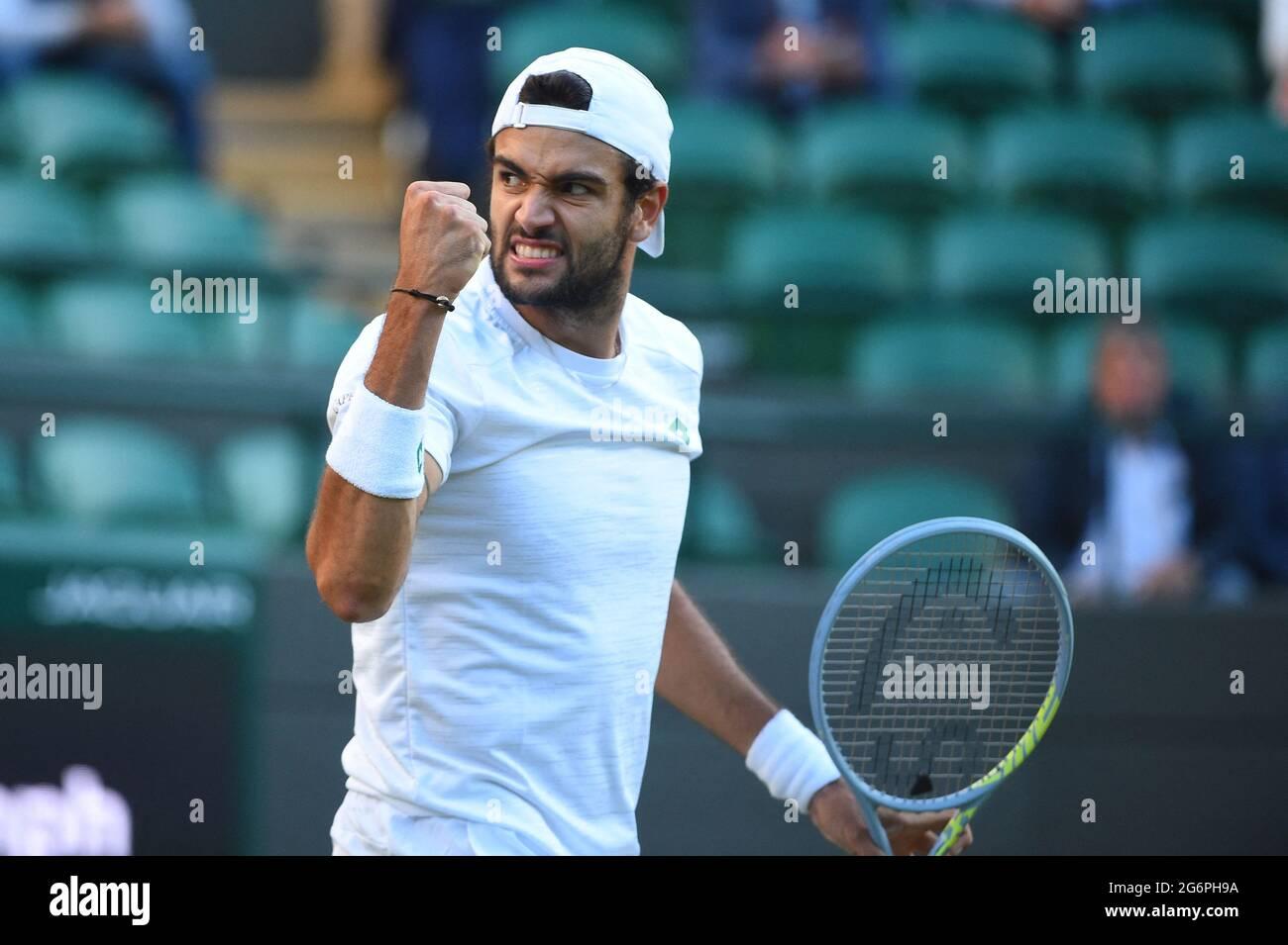 Matteo Berrettini (ITA) während seines Viertelfinalmatches bei den Wimbledon  Championships 2021 beim AELTC in London, Großbritannien, am 7. Juli 2021.  Foto von Corinne Dubreuil/ABACAPRESS.COM Stockfotografie - Alamy