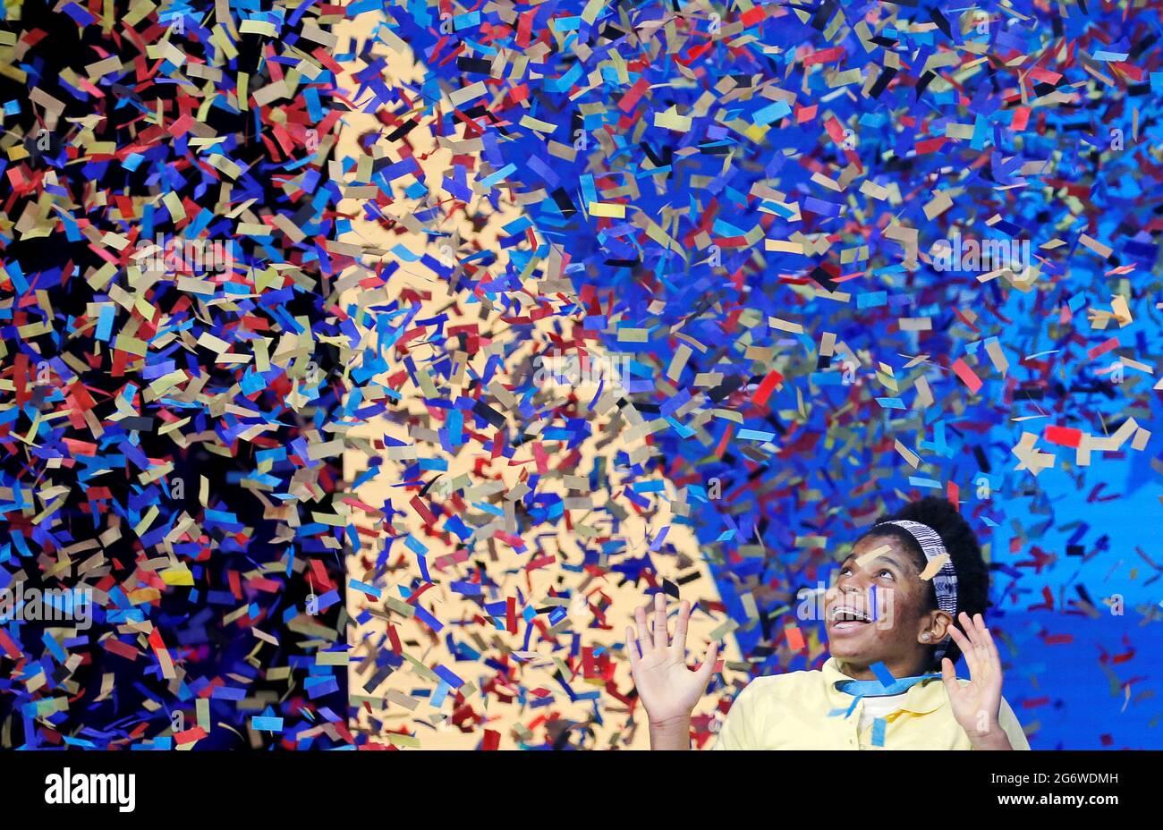 Zaila Avantgarde, 14, aus New Orleans, Louisiana, gewinnt die Scripps National Spelling Bee Finals 2021 im ESPN Wide World of Sports Complex im Walt Disney World Resort in Lake Buena Vista, Florida, USA, 8. Juli 2021. REUTERS/Joe Skipper Stockfoto