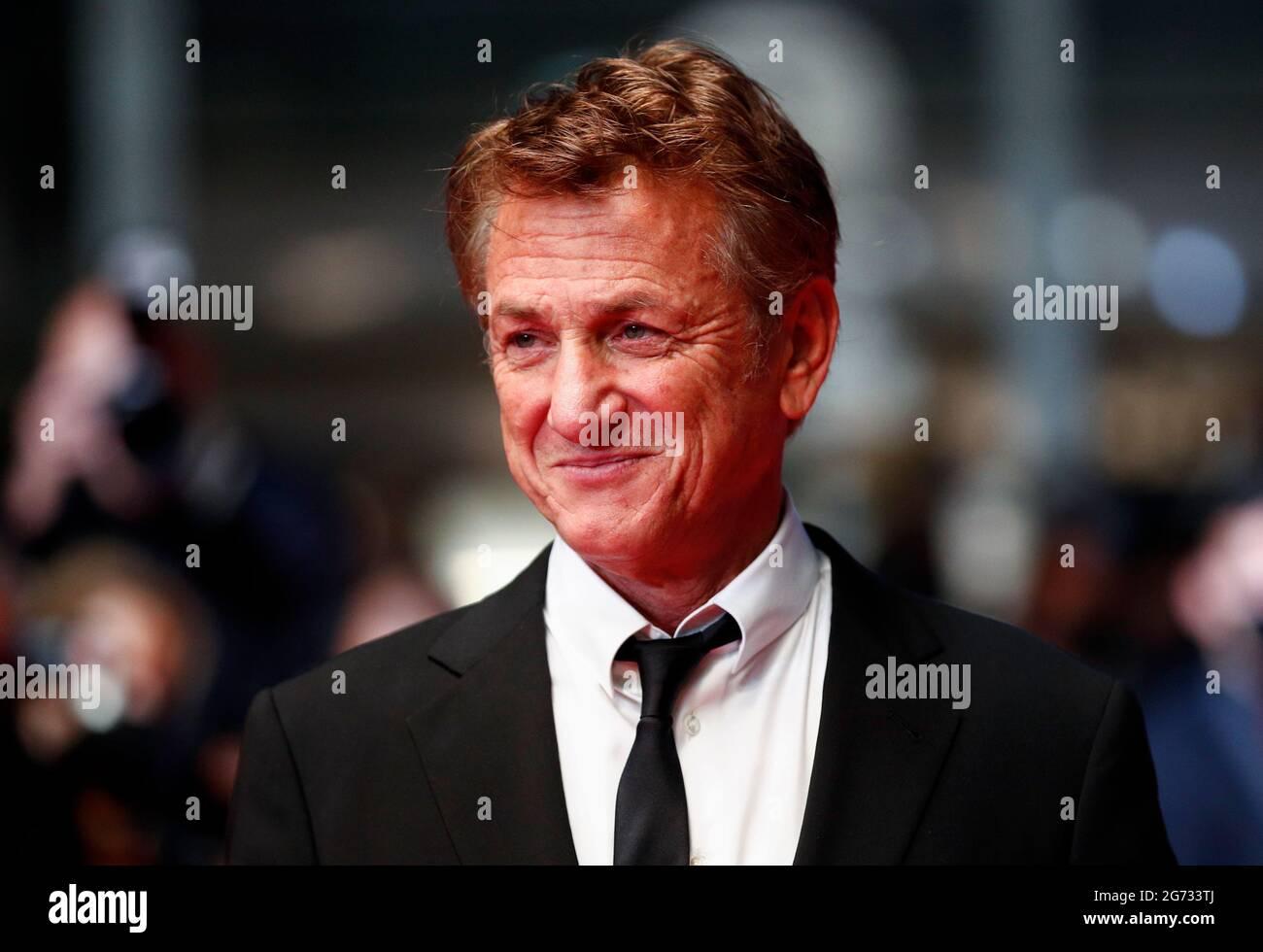 """Die 74. Filmfestspiele von Cannes - Vorführung des Films """"Flag Day"""" im Wettbewerb - Ankunft des Roten Teppichs - Cannes, Frankreich, 10. Juli 2021. Regisseur Sean Penn posiert. REUTERS/Johanna Geron Stockfoto"""