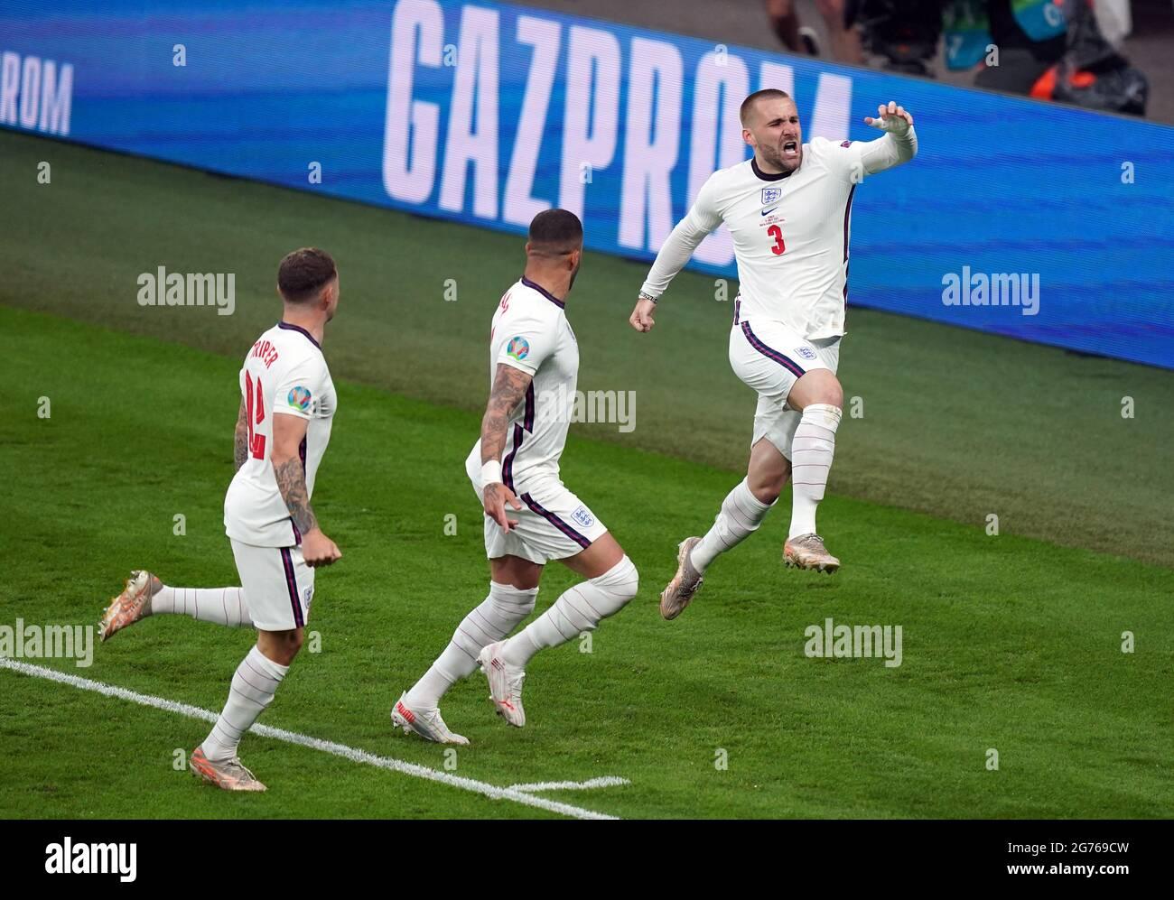 Der englische Fußballnationalmannschaft Luke Shaw feiert das Tor zum Auftakt des UEFA-EM-2020-Finales im Wembley Stadium, London. Bilddatum: Sonntag, 11. Juli 2021. Stockfoto