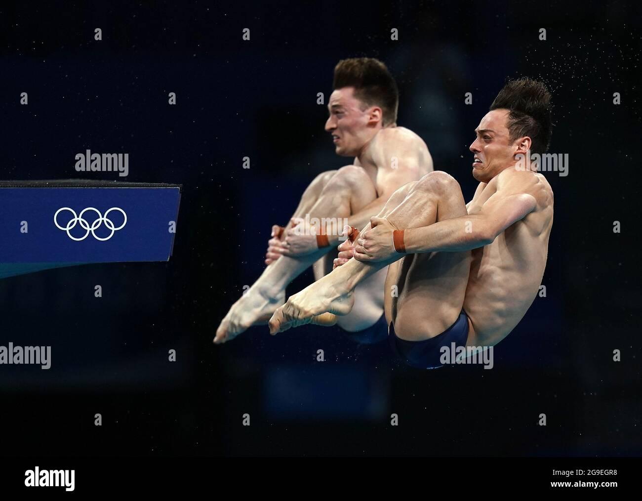 Die Briten Tom Daley (rechts) und Matty Lee während des synchronisierten 10-m-Plattformmennals der Männer im Tokyo Aquatics Center am dritten Tag der Olympischen Spiele 2020 in Tokio in Japan. Bilddatum: Montag, 26. Juli 2021. Stockfoto
