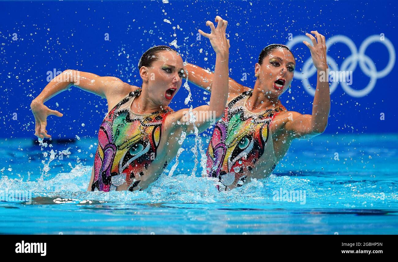 Die Italiener Linda Cerruti und Costanza Ferro treten am zwölften Tag der Olympischen Spiele in Tokio 2020 in Japan beim Finale des künstlerischen Schwimmens im Tokyo Aquatics Center an. Bilddatum: Mittwoch, 4. August 2021. Stockfoto