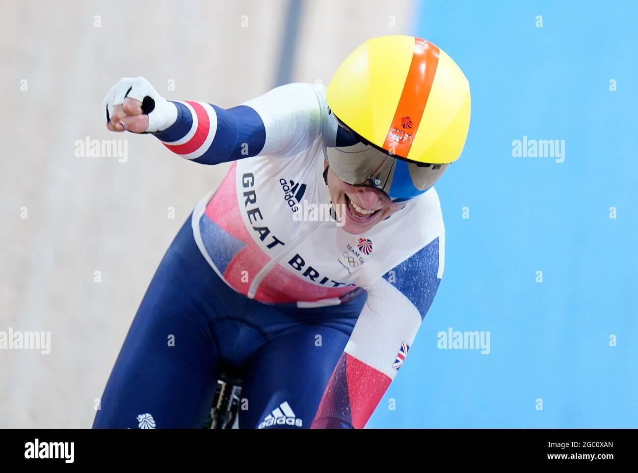 Die britische Laura Kenny feiert beim Madison Finale der Frauen im Izu Velodrome am 14. Tag der Olympischen Spiele in Tokio 2020 in Japan den Goldsieg. Bilddatum: Freitag, 6. August 2021. Stockfoto