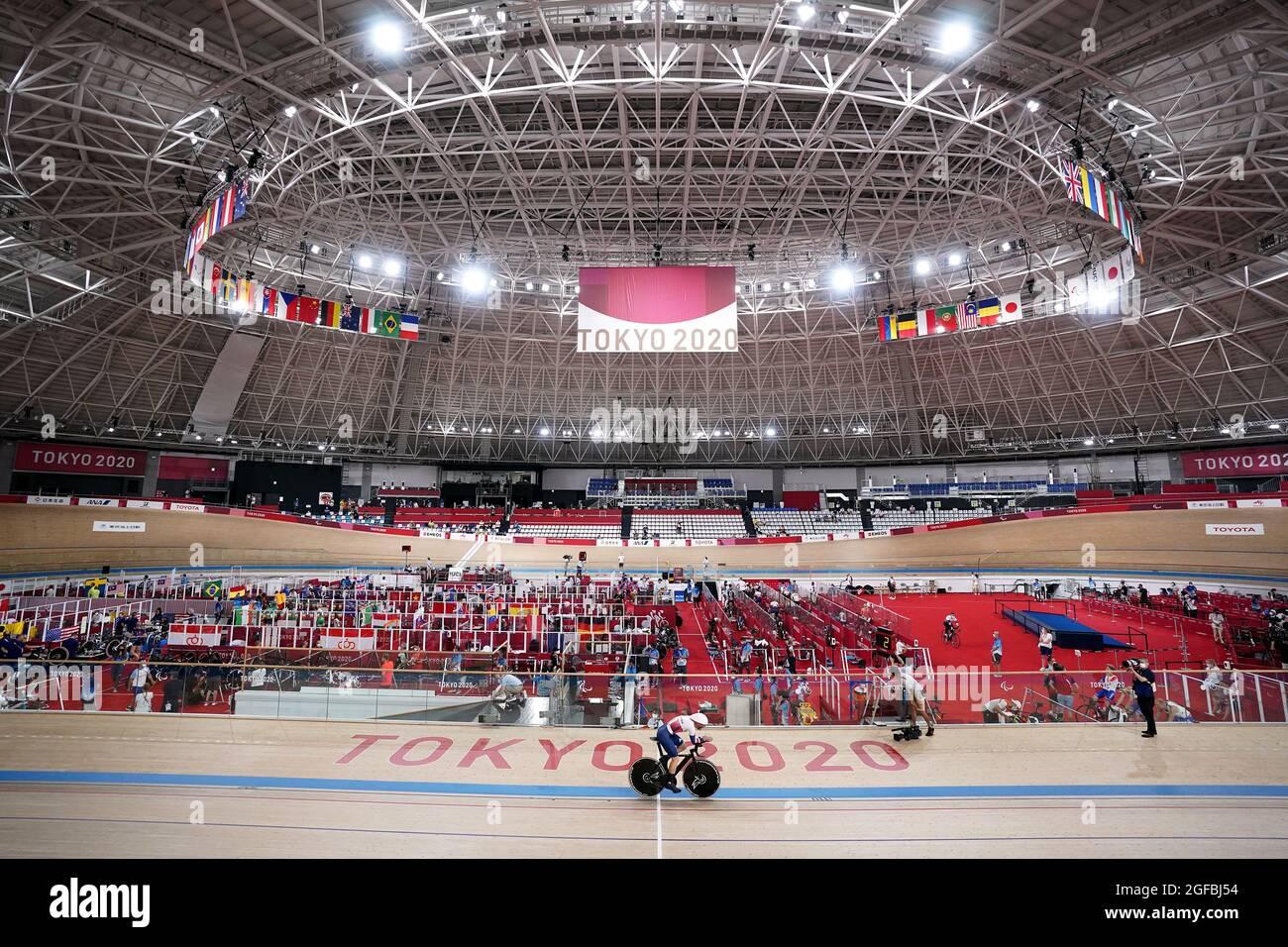 Die britische Dame Sarah Story in Aktion im Einzel-Qualifying C5 über 3000 m für Frauen während des Track Cycling auf dem Izu Velodrome am ersten Tag der Paralympischen Spiele in Tokio 2020 in Japan. Bilddatum: Mittwoch, 25. August 2021. Stockfoto
