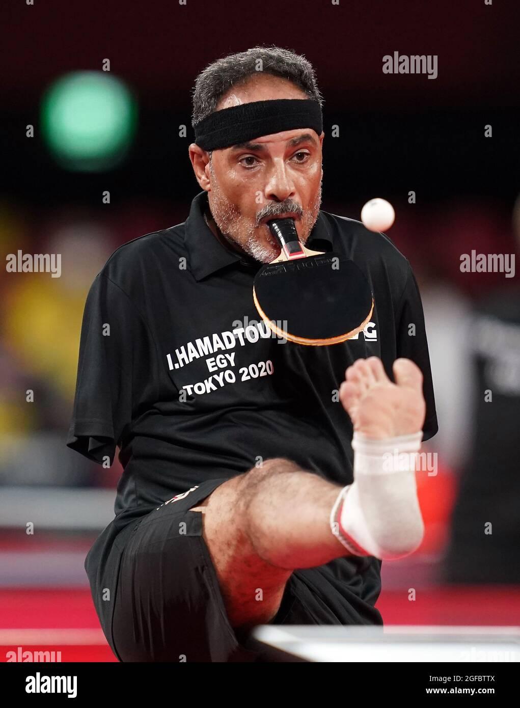 Der ägyptische Ibrahim Elhusseiny Hamadtou ist am ersten Tag der Paralympischen Spiele in Tokio 2020 in Japan beim Männer-Einzel-Tischtennis der Klasse 6 der Gruppe E im Tokyo Metropolitan Gymnasium in Aktion. Bilddatum: Mittwoch, 25. August 2021. Stockfoto