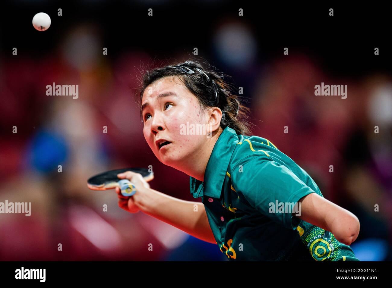 TOKIO, JAPAN. August 2021. Yang Qian aus Australien tritt bei den Frauen-Singles - Klasse 10 Viertelfinale 2 während des Tischtennis QF SM und der Finals der Paralympischen Spiele Tokio 2020 im Olympiastadion am Samstag, 28. August 2021 in TOKIO, JAPAN, an. Kredit: Taka G Wu/Alamy Live Nachrichten Stockfoto